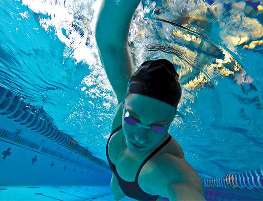 Amanda Weir under water